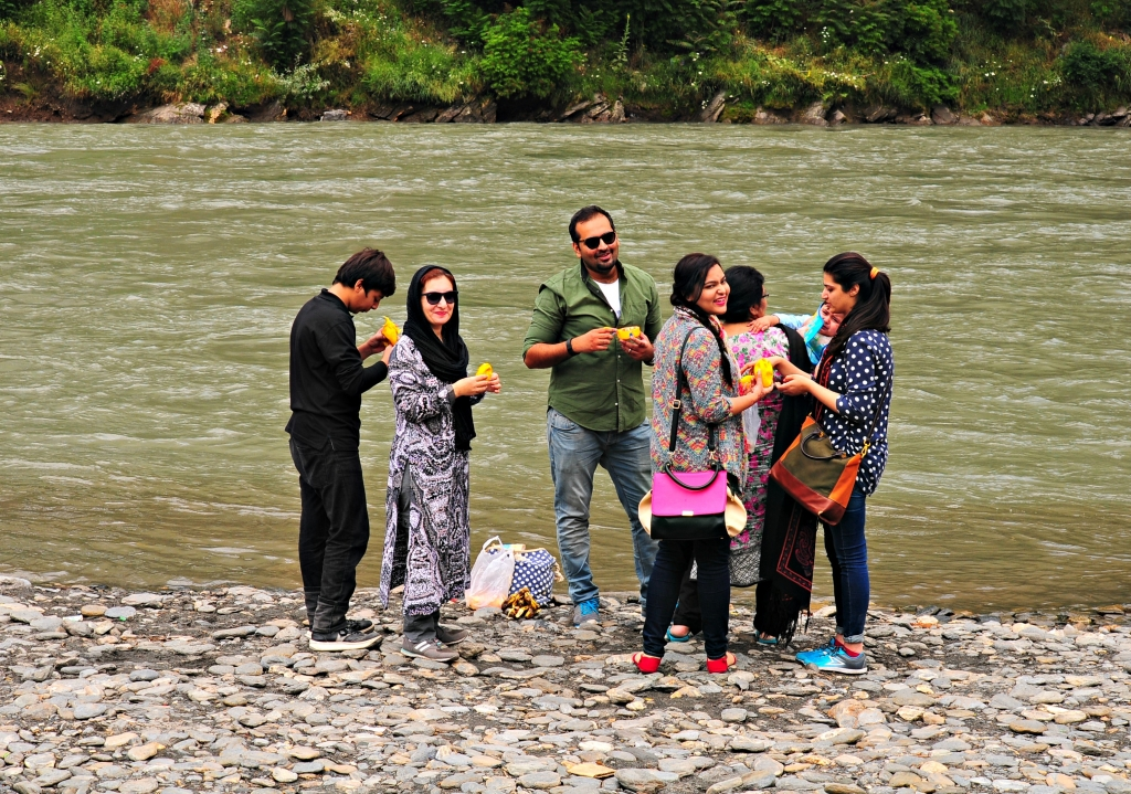 The Maliks have a thing about mangoes and rivers